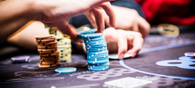 Что такое страдл в покере